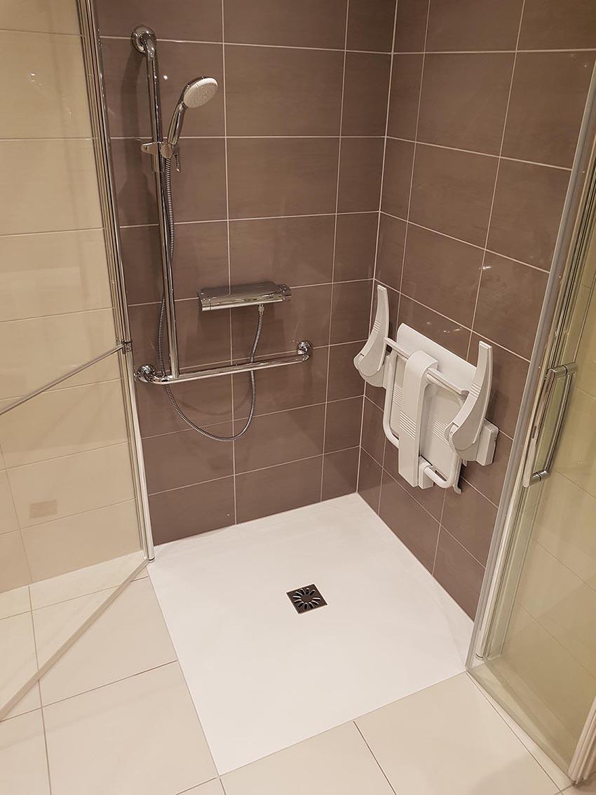 Rénovation salle de bains en salle de bains PMR